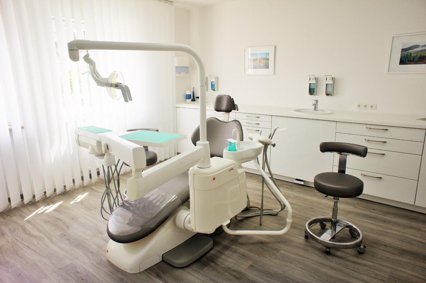 Zahnarztpraxis Lauf Behandlungsraum 2